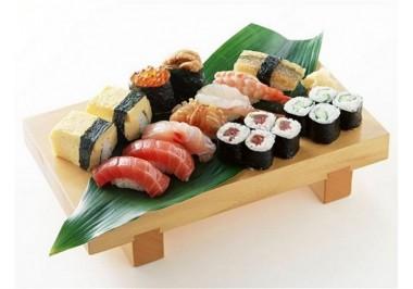Миф 1: Суши едят только специальными палочками